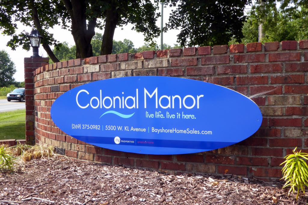 Colonial Manor