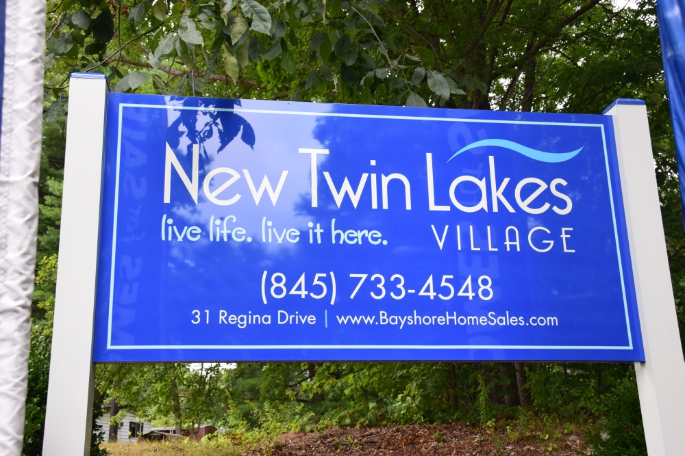 New Twin Lakes Village