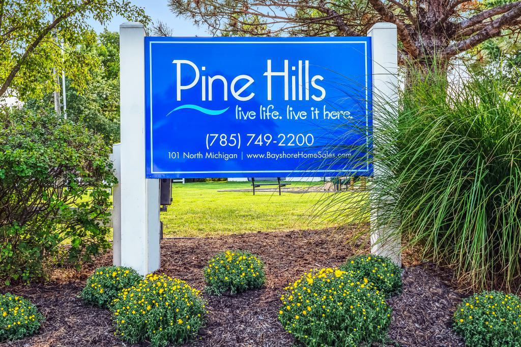 Pine Hills (KS)