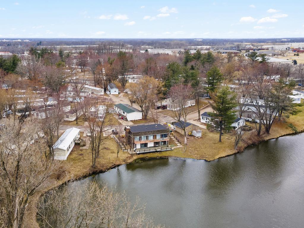 Deluxe Lake Estates (IL)
